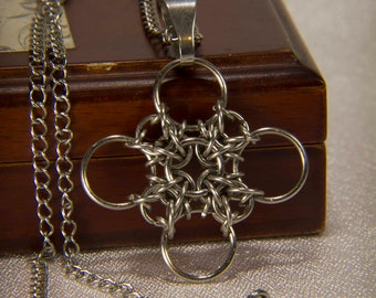Chainmaille Four Leaf Clover / Lucky Four Leaf Clover Necklace / Chainmaille celtic  knot pendant