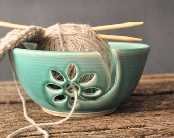 Turquoise Ceramic Yarn Bowl with flower, ceramic knitting bowl, crochet bowl, knitting and crochet accessory, pottery yarn bowl, handmade