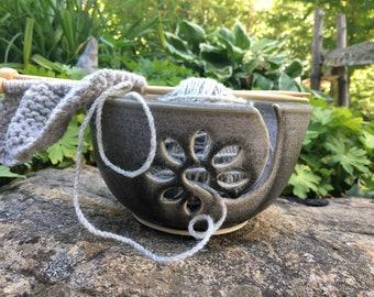 Gray Ceramic Yarn Bowl with flower, ceramic knitting bowl, crochet bowl, knitting and crochet accessory, pottery yarn bowl, handmade