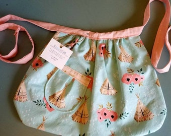 Little girls apron, toddler aprons, aprons for kids, kids apron, toddler apron, gift for a girl, apron for girl, girl aprons childrens apron