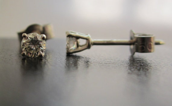Brand New 1//4CT Diamond Solitaire 9ct White Gold Pendant /& Chain £175 freepost