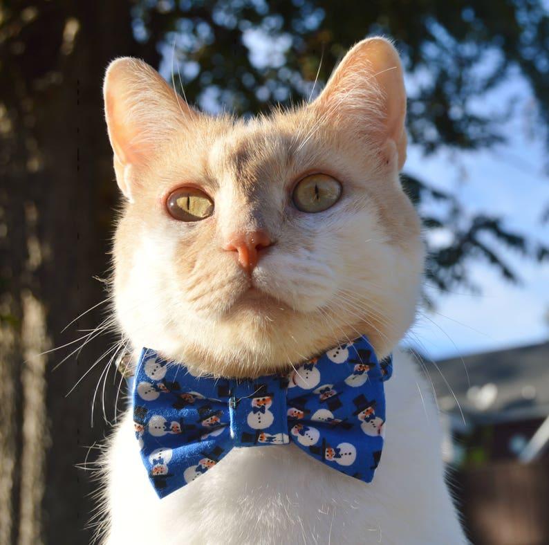 f5626ed9b78e0 Collier chat bonhomme de neige lhiver chat avec noeud | Etsy