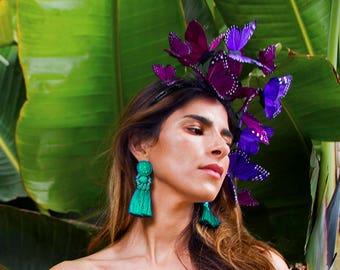 Violett Kosmos Schmetterling Fascinator, lila Kopfschmuck, Aussage Kopfstück, Stirnband, lila Blumenkrone, Feder-Kopfschmuck