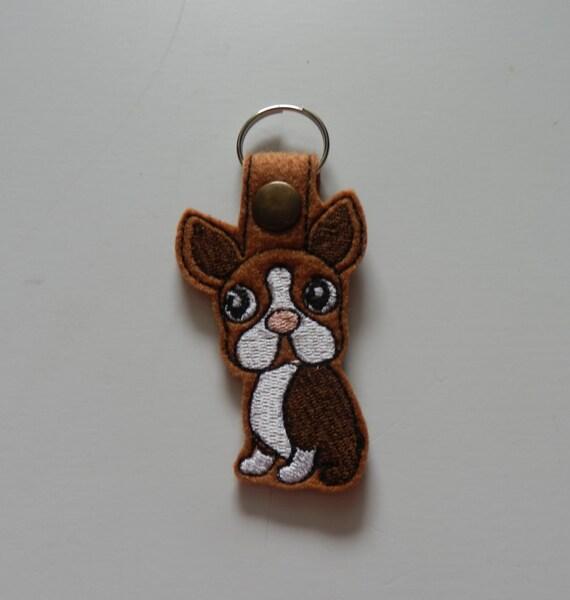 Boston Terrier (broderie/feutre/porte-clé)