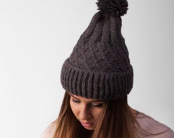 Beanie hat with pom-pom Woman's hat with pom pom