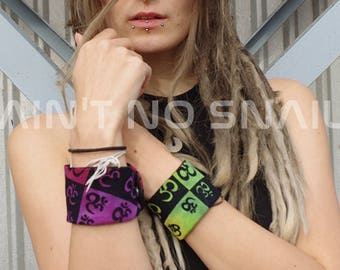 Secret pocket wristband with Aum Print, hidden compartment with zipper for psytrance/ rave festivals, concerts...