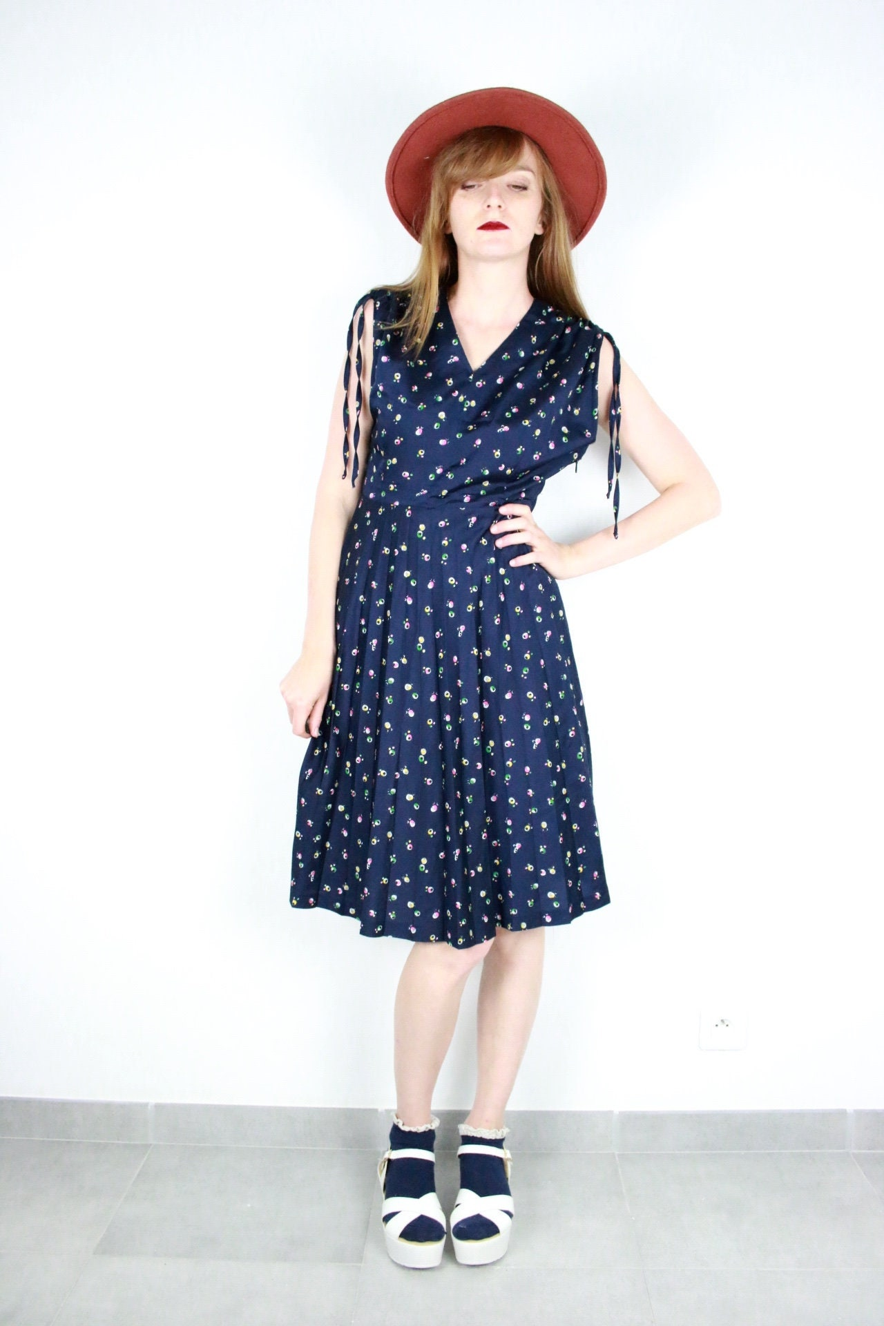 190a378eab3c French Vintage 70 s navy blue floral print midi dress