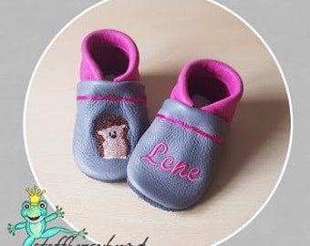 Leather punches, crawling shoes (vegetable tanned leather) Fabric enchanting (hedgehog/name)