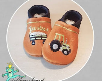 Leather punches, crawling shoes (vegetable tanned leather) Fabric enchanting (tractor/trekker)