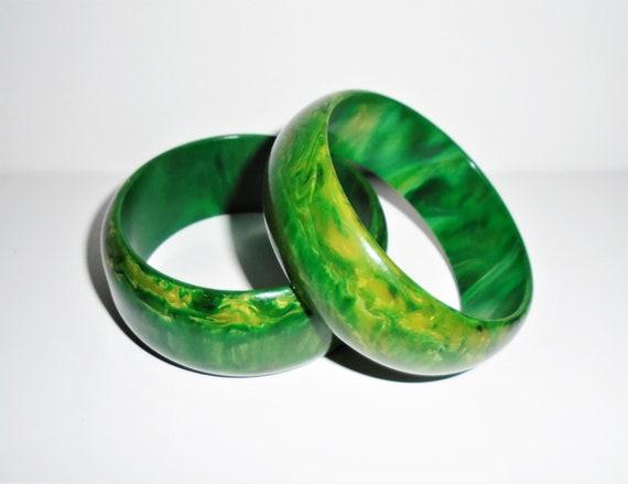 Vintage 1920s Art Deco Asymmetrical Marbled Green Bakelite Bangle