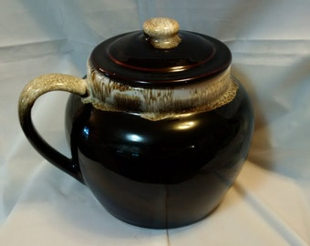 Vintage pottery Pot/Bowl with Handle and Lid