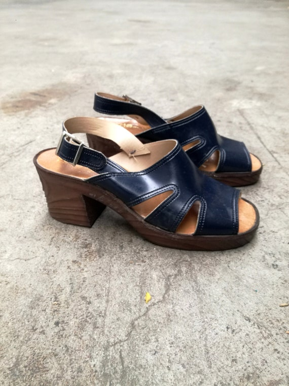 Deadstock block heel platform rubber sandals vinta