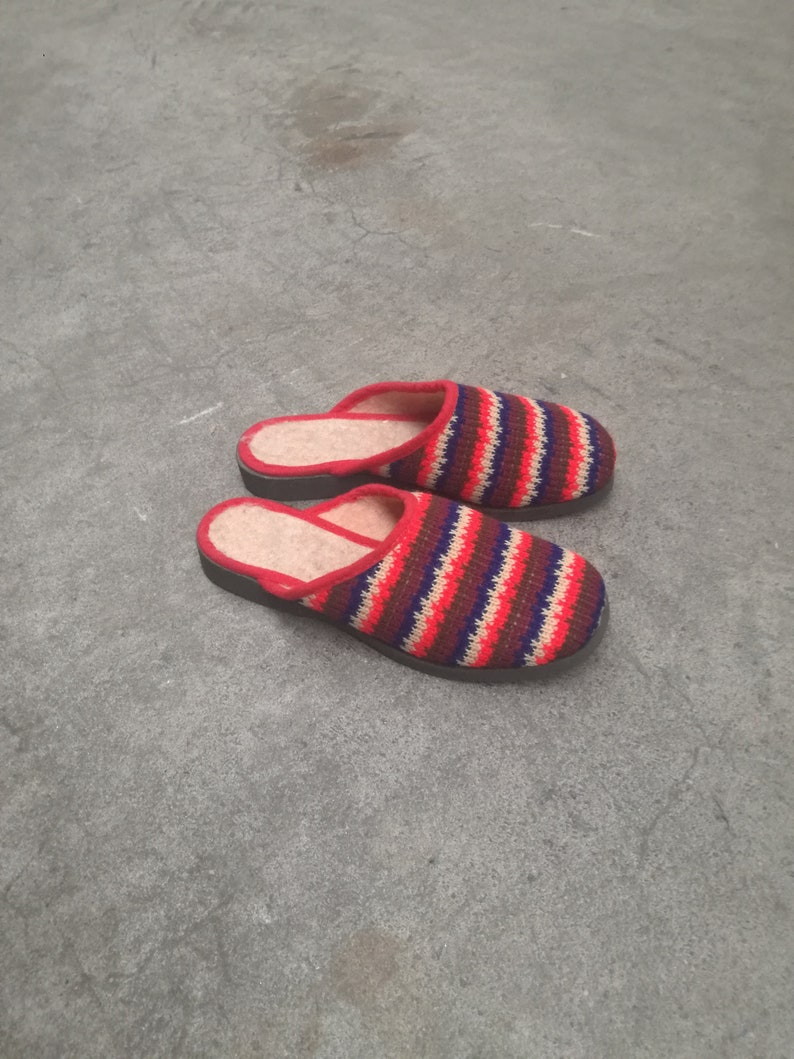 2e83610428a38 Deadstock 1960 vintage kids slippers nos new old stock 1970