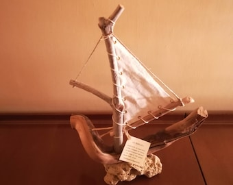Wooden boat on Stone N. 19/16