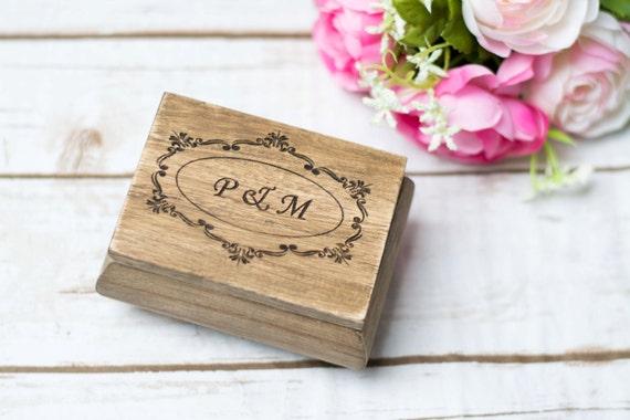 ehering halter moos ring kissen aus holz ring box custom ring etsy. Black Bedroom Furniture Sets. Home Design Ideas