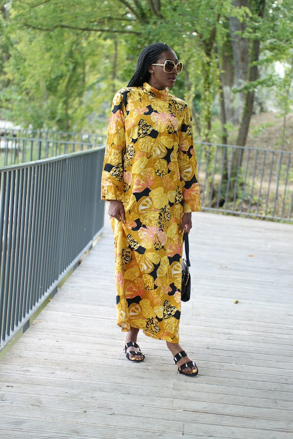Long vintage dress from the 60s psychedelic print