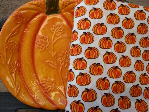 Thanksgiving Fall Orange Pumpkins Cloth Reusable Napkin Set / Perfect for the Holidays  - Set of 4