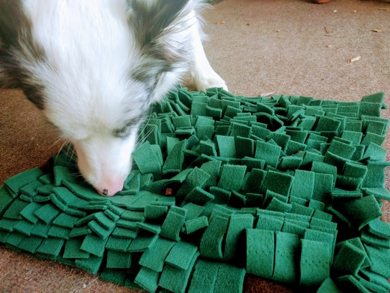 Dog Slow Feeding Mat / Dog Interactive Food & Treat Mat / Pet Engaging Play Mat / Pet Foraging Mat