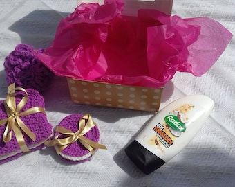Wash cloth pamper gift set, contains shower Puff, 3 wash cloths, 5 face scrubbies and shower gel, ideal present or gift to pamper yourself
