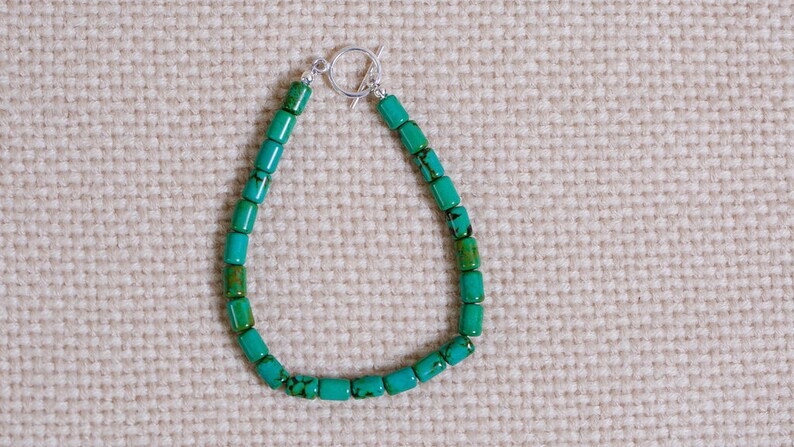Beaded bracelet of green turquoise with dark matrix. Barrel image 0