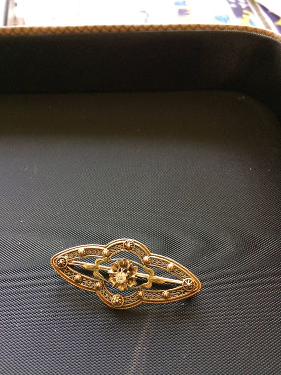 10Kt Victorian style pin