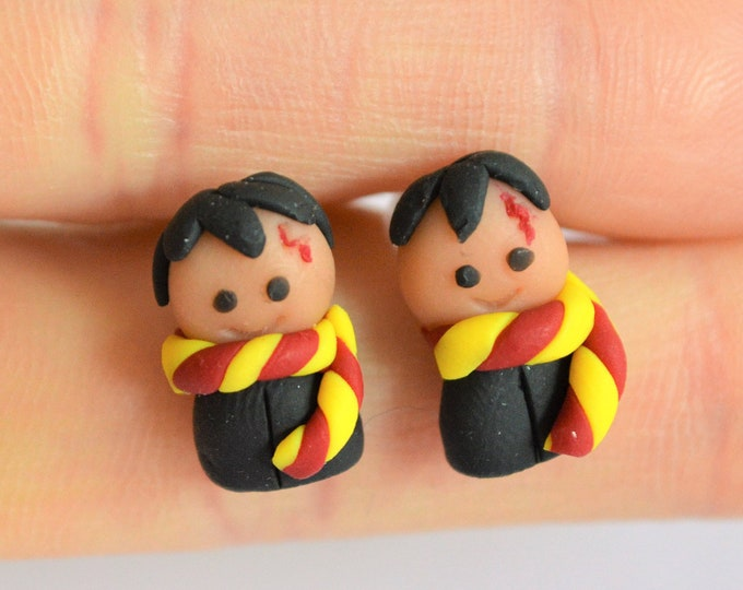 Harry Potter earrings studs- Gryffindor earrings - Harry Potter gift - Hogwarts - Harry Potter - Ear studs - Halloween - Gift for daughter