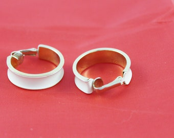 Vintage off white and goldtone clip on earrings