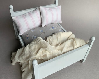Dollhouse Bed, Doll House Queen Bed, Modern Miniature, Miniature Furniture, 1:12 Scale Bed, Doll House Furniture