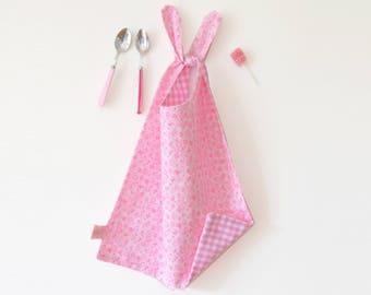 Serviette de cantine rose fluo, grand bavoir, Bavoir XL, bavoir réversible,  fleurs, vichy rose, cadeau de naissance, cadeau bébé fille