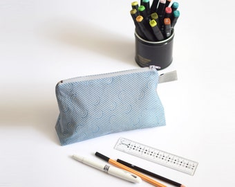 Stand up zipped pouch, blue and white zig zag
