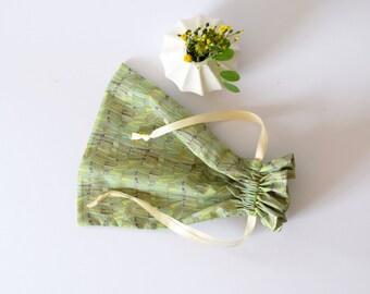 Sac à coulisse liberty vert  sac à linge  sac lingerie  pochon,  sac à chausson, rangement, liberty of london, voyage, cadeau voyageur
