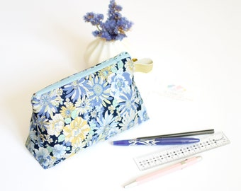 Stand up zipped pouch, blue flowers