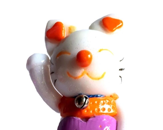Lucky white cat, personalized bib in fimo: maneki neko brings good luck