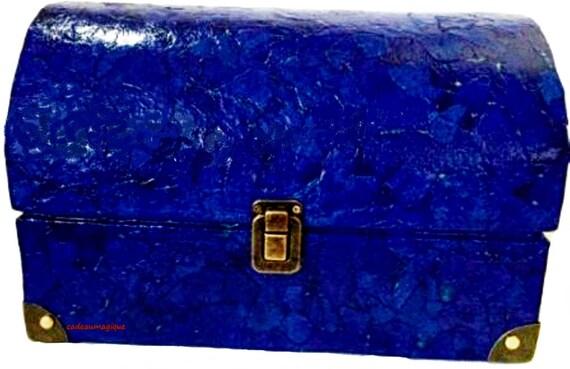 Cardboard pirate chest: decorative storage box to customize
