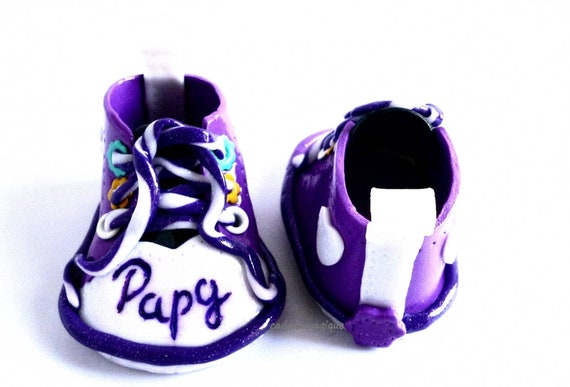chaussure bébé basket miniature personnalisé en fimo pour annonce grossesse