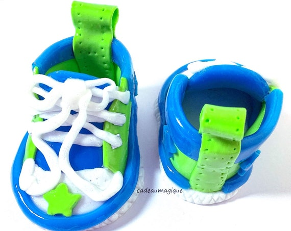 chaussures basket bébé en fimo pour décoration baby shower baptême