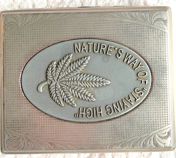"Vintage vintage cigarette case ""Nature's Way Of Staying High"" silver metal"
