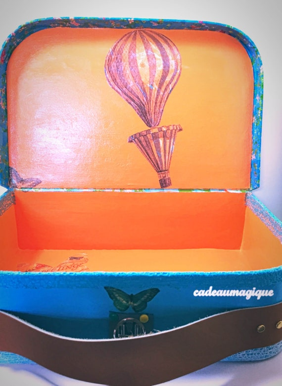 Large turquoise suitcase customizable in cardboard: personalized gift idea