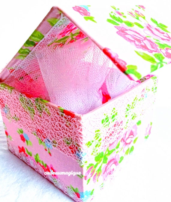 gift box - romantic floral pink - cardboard - baby shower decorations
