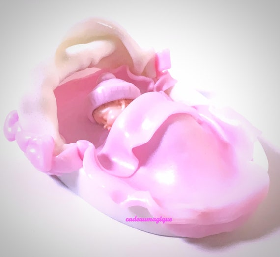 Adorable baby in white couffin in fimo: white and pink décor