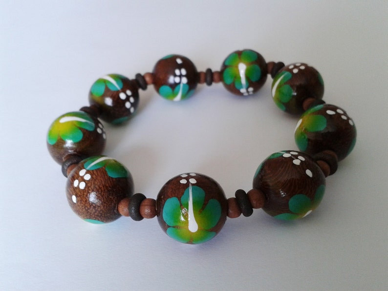 Fits a Small to Medium Wrist Boho Beach Style Green Tropical Hibiscus Floral Wooden Bead Stretch Bracelet