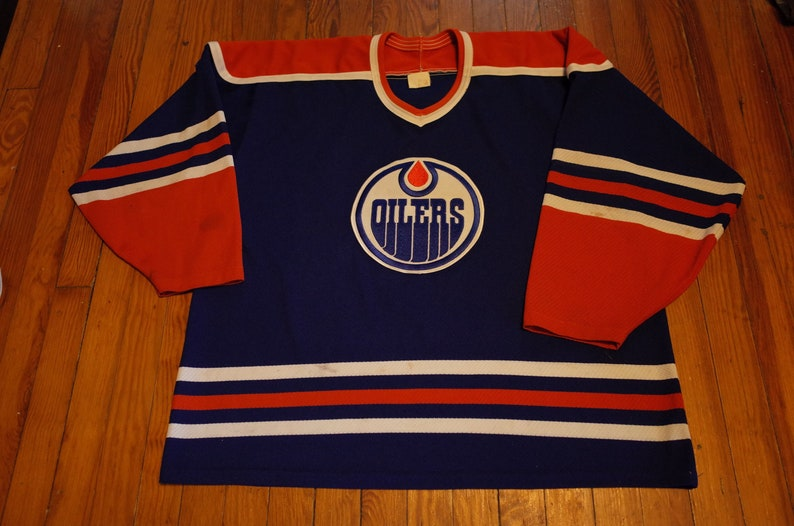 detailed look 277c9 8e7ab Vintage Edmonton Oilers sweater Air Knit by Maska made in Canada XL