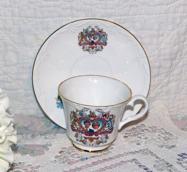 Canadian Classic Royal Teacup Charles and Diana Teacup /& Saucer