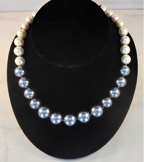 5271282e3e308 Kenneth Jay Lane KJL Faux Pearl Necklace Gray and White Graduated