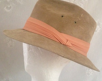 acf2451cd9b48 Vintage 1950 s Tan Suede Leather Men s Fedora Trilby Hat (UNION Label)