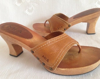Vintage MIA Brazil Light Brown Leather Strap Thong Sandals Studs Mules Wood Sole Women's size 8M