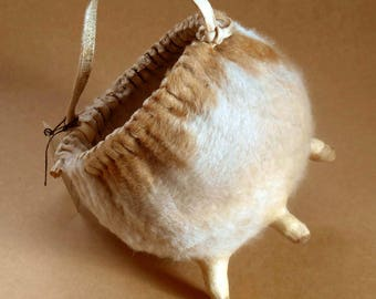 """Natural Cow's Udder Basket """"Nillawaca"""" Made by Native Mapuche Tribe of Chile"""