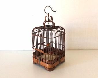Vogelkooi In Huis : Vogelkooi buiten hout huis stockfoto s freeimages