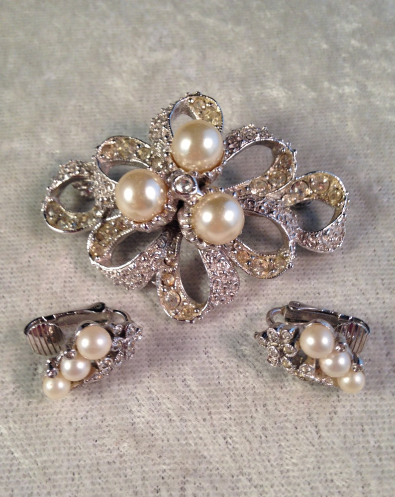 Floral Ribbon Design with Faux Pearls and Rhinestones 677 Two-Piece Set Vintage Hob\u00e9 Demi Parure with Earrings and Brooch  Pin
