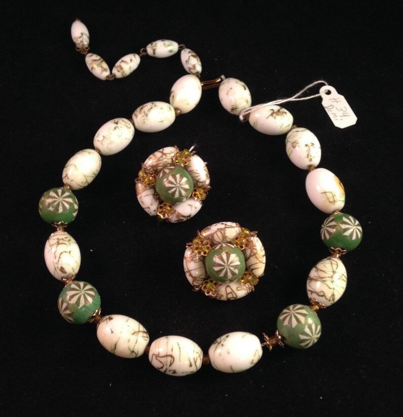Gorgeous Necklace Earrings Set Fun Vintage Hob\u00e9 19501960s Hand-Pained Demi Parure 34 Art Glass Green /& White Glass  Wood Beads